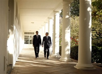 Obamas-white-house-obama-bush-colonnade